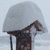 Metry čerstvého sněhu v Pyrenejích