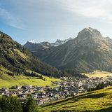 Blick auf Lech im Sommer - ©Lech Zürs | Hanno Mackowitz