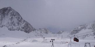 Raport śniegowy: Opady śniegu w Austrii, rusza sezon na kolejnych lodowcach - ©Stubaier Gletscher