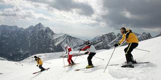 Skifahren im Alter: Tipps und Tricks für Senioren und Best Ager