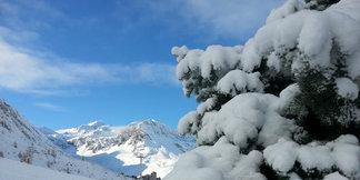 Snehové správy: Nový sneh na ľadovcoch, ďalšie otvorené strediská vo Švajčiarsku - ©Tignes Facebook