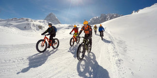 Actie in de Zwitserse sneeuw - ©www.alpinfatbikes.com
