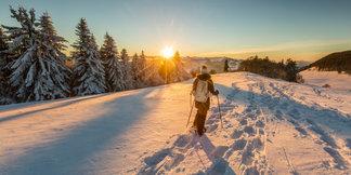 Skiën onder een staalblauwe hemel - ©Switzerland Tourism - swiss-image.ch/Jan Geerk