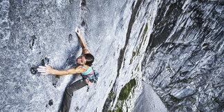Ines Papert klettert `Scaramouche` (8a) am Hohen Göll rotpunkt - ©Frank Kretschmann