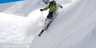 Die besten Ski für Neuschneetage: 17 Modelle für Freeskier im Test - ©stefcervos