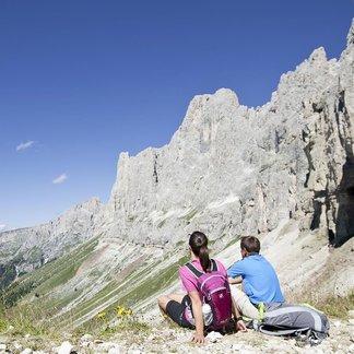Zwischen den Gipfeln der Dolomitenberge Rosengarten und Latemar - ©Eggental Tourismus