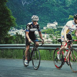 """Rennradfahrer finden im Ferienland Kufstein viel Angebot: von Bergstraßen bis zu flachen """"Tempo-Bolzer-Strecken"""" - ©TVB Ferienland Kufstein"""