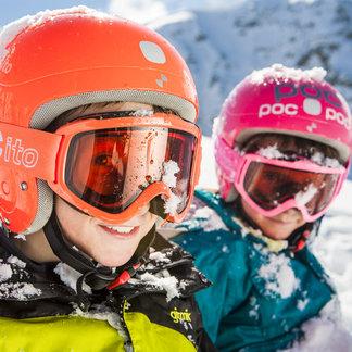 Les joies du ski en famille - ©Ötztal Tourismus / Rudi Wyhlidal
