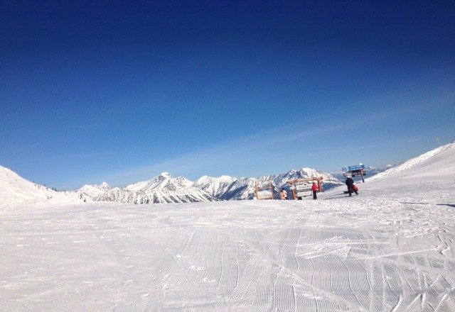 icey and skied out.  high wind and sun has killed thia place.