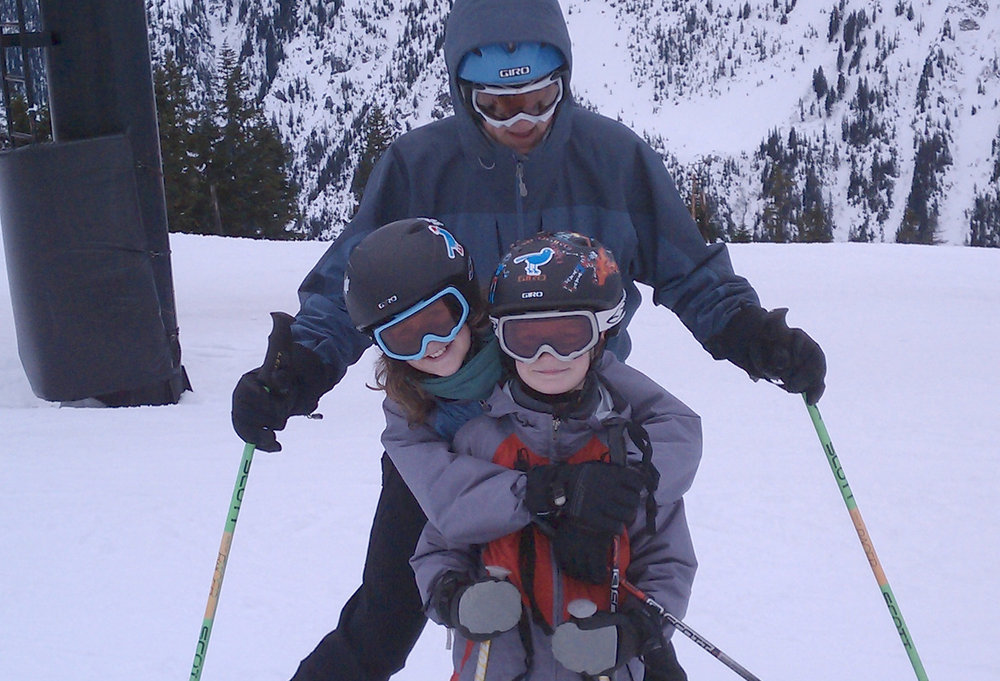 A family skis Stevens Pass. Photo by Anne and Tim/Flickr