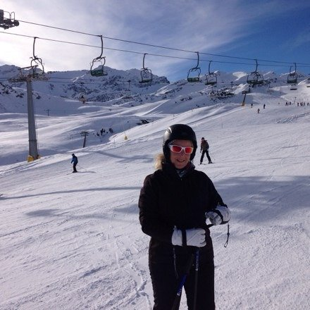 Sun is out slopes are great beer is cold beryl still can t ski lol thanks la thuile