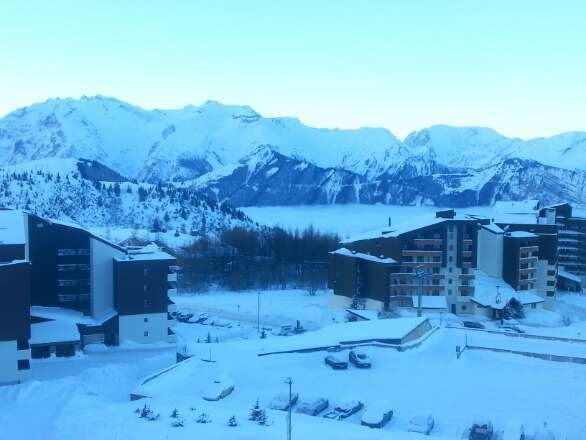 Really good week with a fair mix of snow and sun. lots of good skiing.  this was the view from our room at 08.00 310114