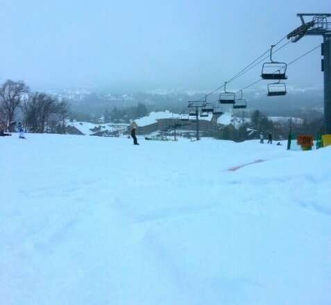 Amazing powder on the slopes today. Im an intermediate boarder so i rely a lot on the snow to be good to practice. No one on the slopes really. Gandola lift closed after 12pm so that was a little saddening but overall an awesome day on the slopes!!