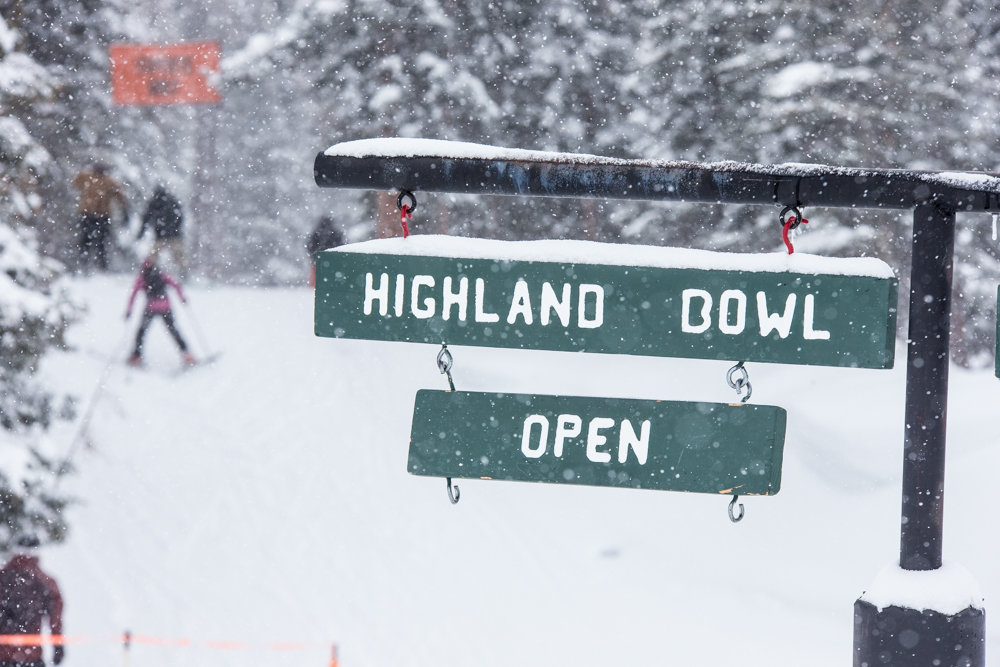 The bowl is beckoning. This is what you're looking for when you ski Aspen Highlands.