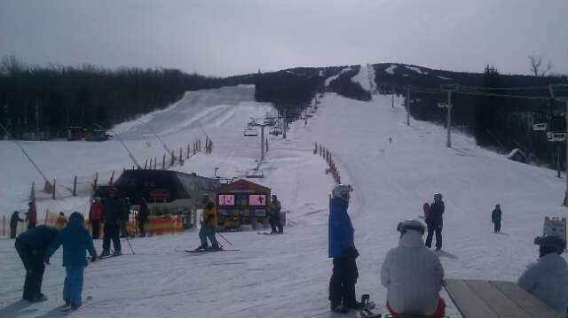 3/4 Hat tip to the grooming crews who delivered great conditions despite no fresh snow for a week.  Great day of skiing.