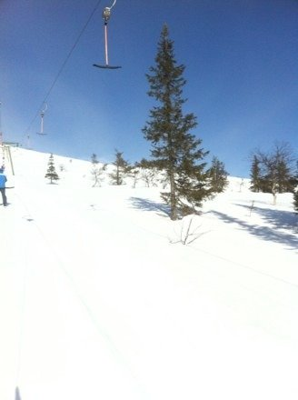 Still open till may, hardpack, and spring snow with a few cm of new snow.