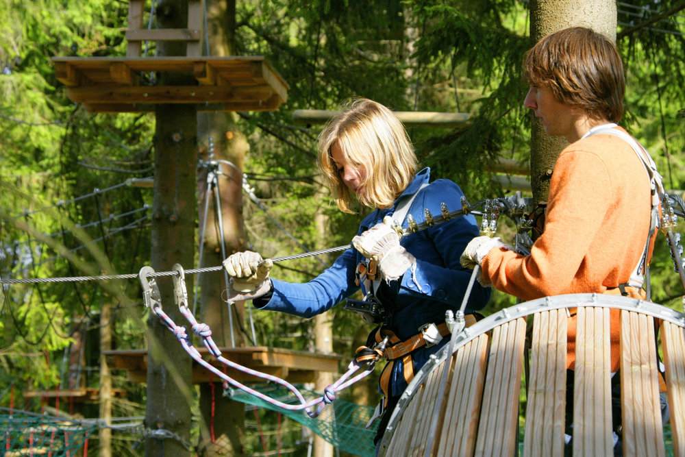 Climbing fun in the Climbing Forest in Winterberg - ©Ferienwelt Winterberg