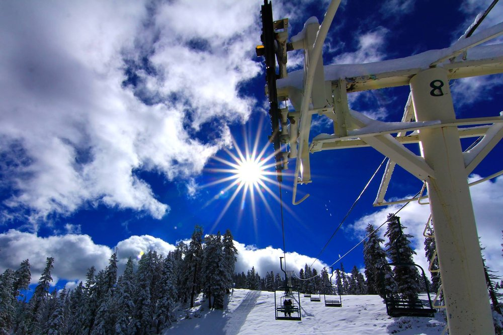 Just another bluebird day at the Peak. - ©Roger Gonzales