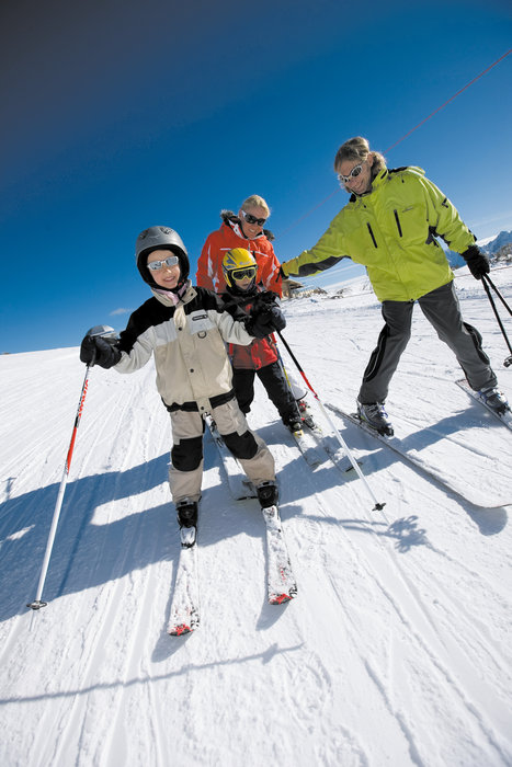 Children learning to ski at Tauplitz.