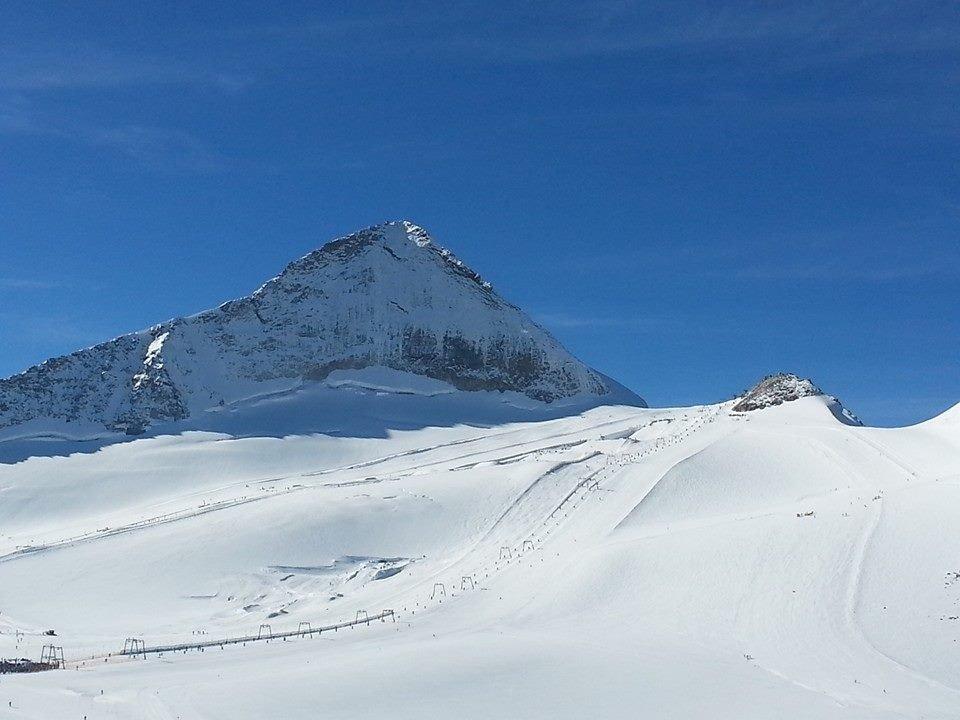 Sunny slopes in Hintertux - Oct 18, 2014 - ©Hintertux FB