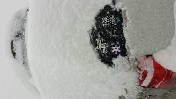 ridiculous conditions at Stratton. 1st tracks were powlicious. .. 12+