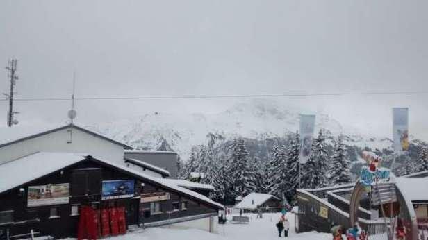 madrisa: only 1 blue slope open, but 1/2 price. full of ski school kids