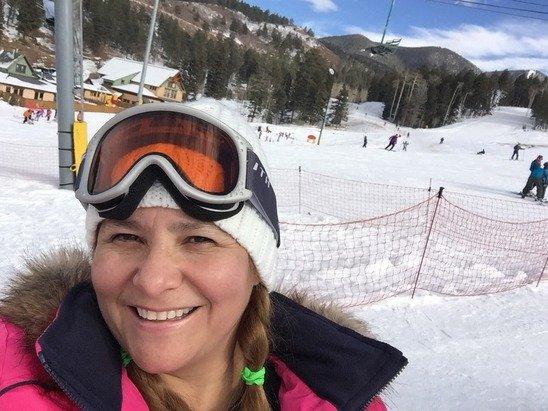 Me encanto el lugar, temperaturas tolerables, ambiente 100% familiar, pistas  de nieve para todos,  si eres experto  o si es tu primera vez esquiando, como yo.
