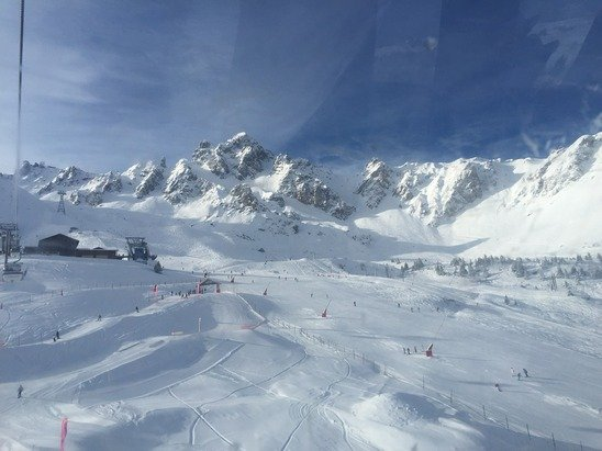 Beautiful day, lots of off piste powder and lovely groomed pistes. Doesn't get much better than this.