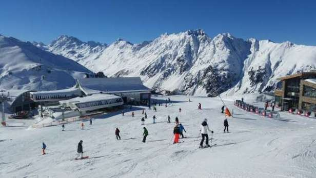 perfect day- the snoe was great and not too many people -and now from the evening it doesnt stop snowing -just perfect