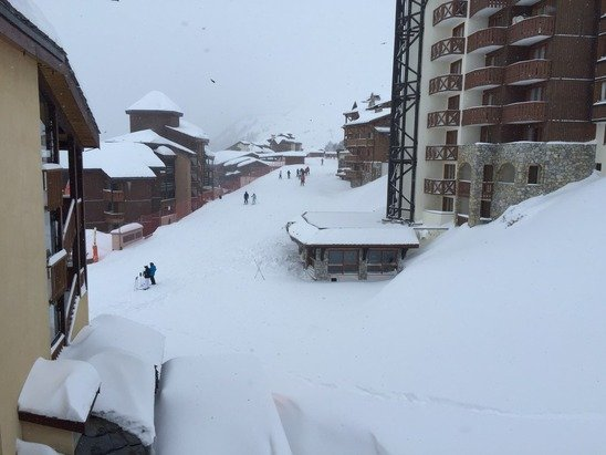 Lots of much needed snow dumped over the last 24 hours. Not many lifts open today due to risk of avalanches. Lower runs quite icy and low lying cloud but anywhere upwards of Belle Plagne is currently ideal.
