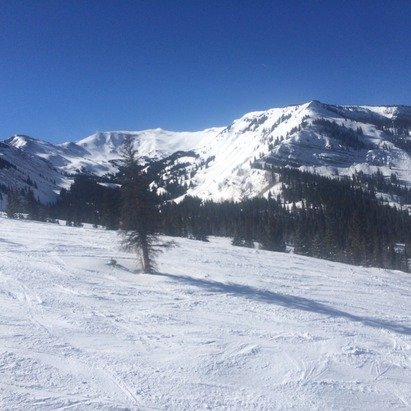 Fantastic Day in the fantastic resort. Awesome powder all sunny. Nothing beats Snowmass