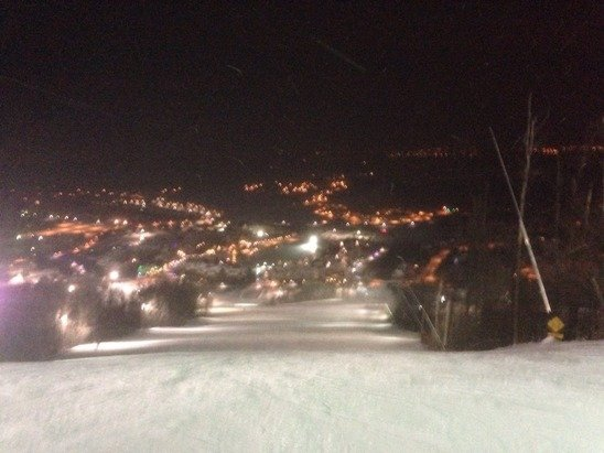 Conditions excellent, night skiing magic. More snow falling just now. ❄️