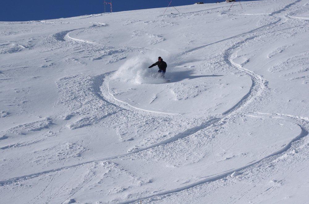 Whose line is it anyway? - ©Arapahoe Basin Ski Area
