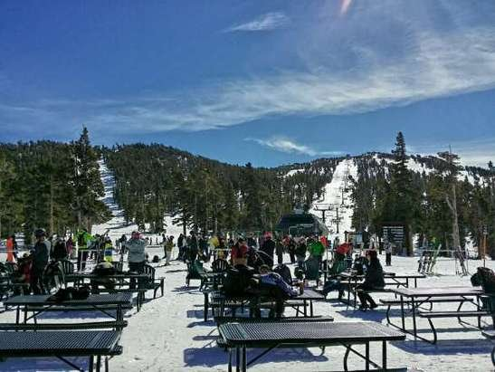 Sol e céu lindos!  Grandes momentos snowboarding