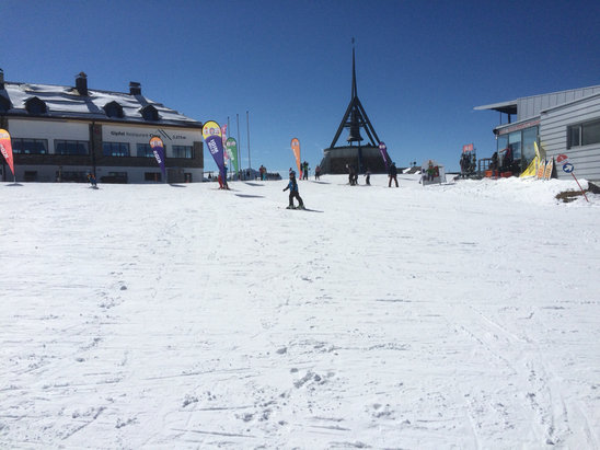 Plan de Corones / Kronplatz - Good skiing all day at the top. Pistes all covered. Nice conditions.