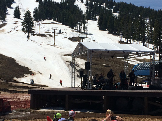 Mt. Bachelor - Surprisingly great smooth carvable snow with no nasty stickiness and excellent music and beer