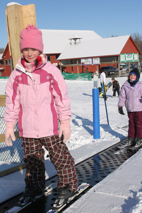 Young skiers on Wild Mountain magiccarpet lift