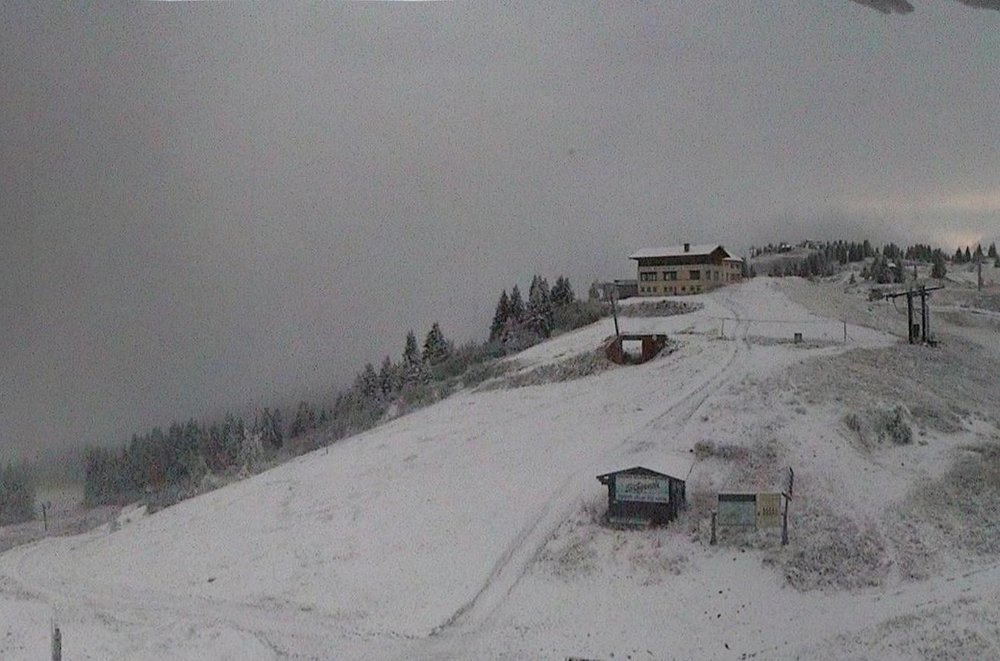 Wake up with snow at Les Houches (October 16, 2015)