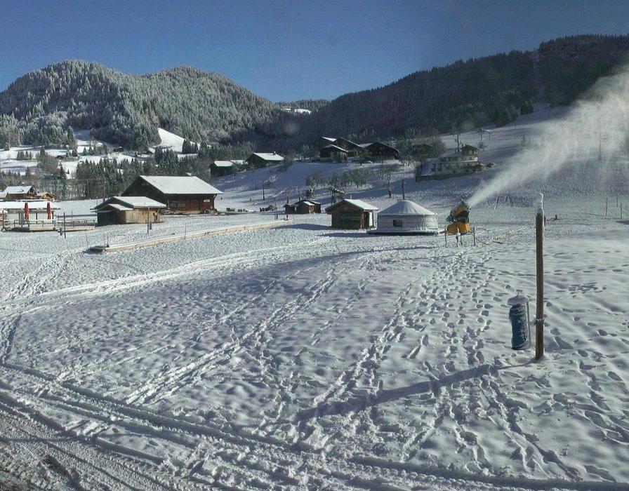Praz sur Arly ce midi entre neige et soleil