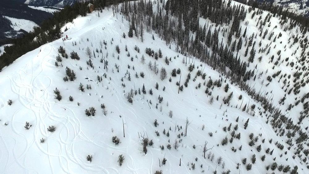 Skiers ready to drop into Taynton Bowl at Panorama.  - ©Panorama Mountain Resort