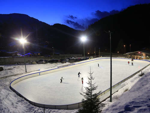Les Houches ice rink in the centre of town - ©Dalmasso Monica
