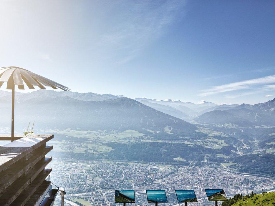 Blick von der Seegrube auf Innsbruck - ©www.guentheregger.at