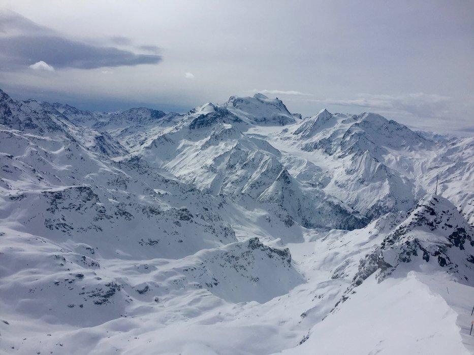 Utsikten fra Mont Fort (3328 moh) er det ikke noe å si på. Gutta var heldige med nydelig sikt og vindstille. - ©Andreas L. Ulvær