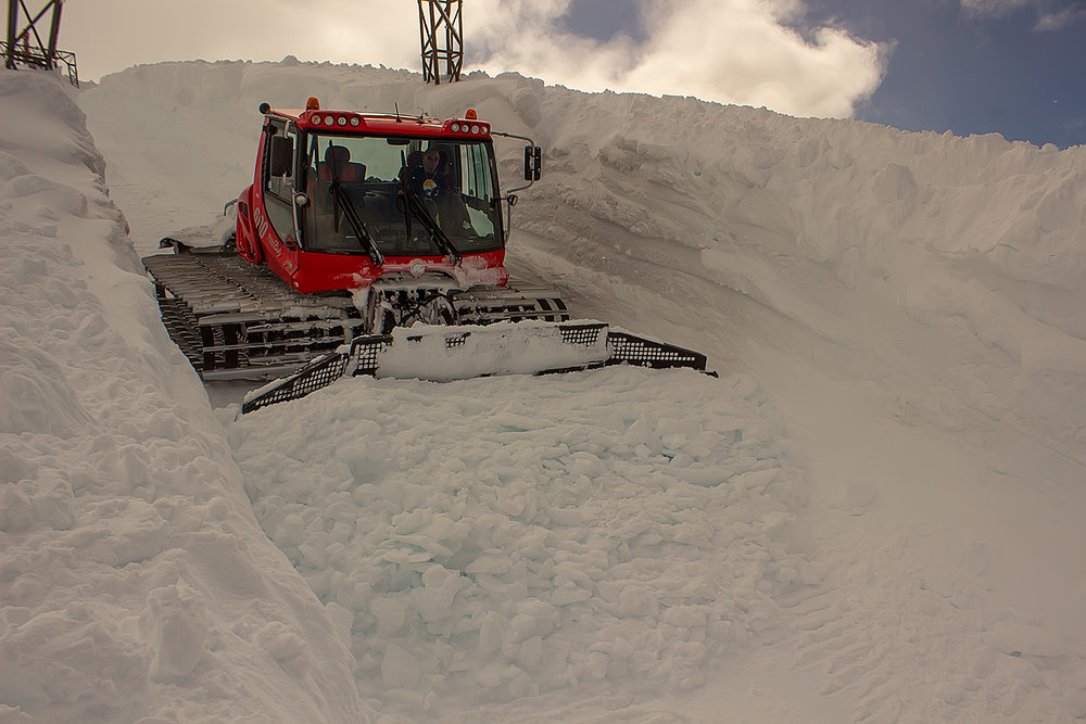 Det er godt med snø på Fonna, og alt tyder på at det kommer til å bli en strålende sesong på breen.  - ©Ole Vidar Søviknes