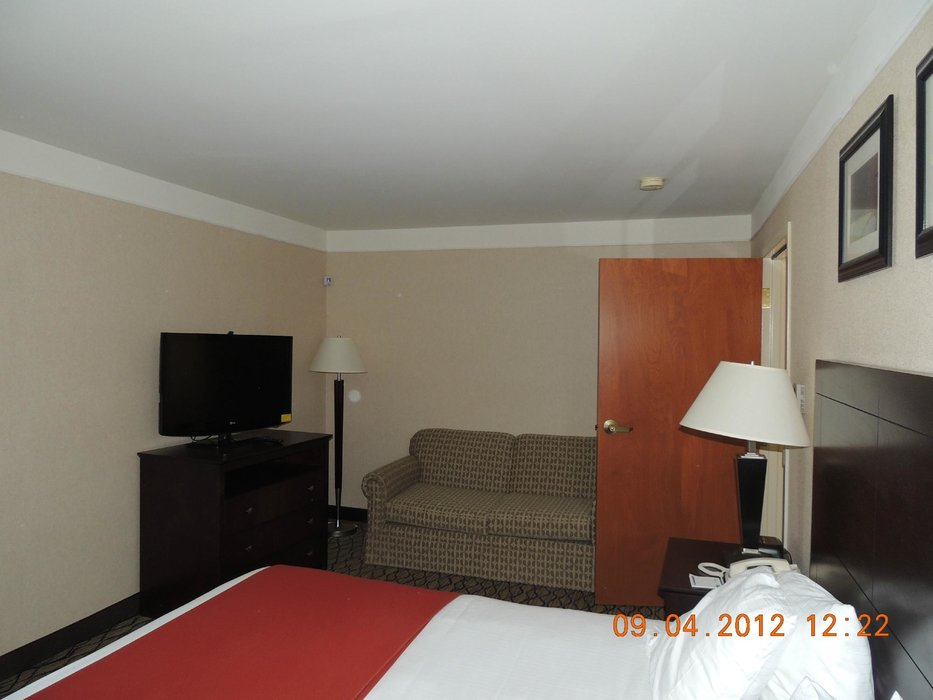 holiday inn express great barrington ski butternut. Black Bedroom Furniture Sets. Home Design Ideas