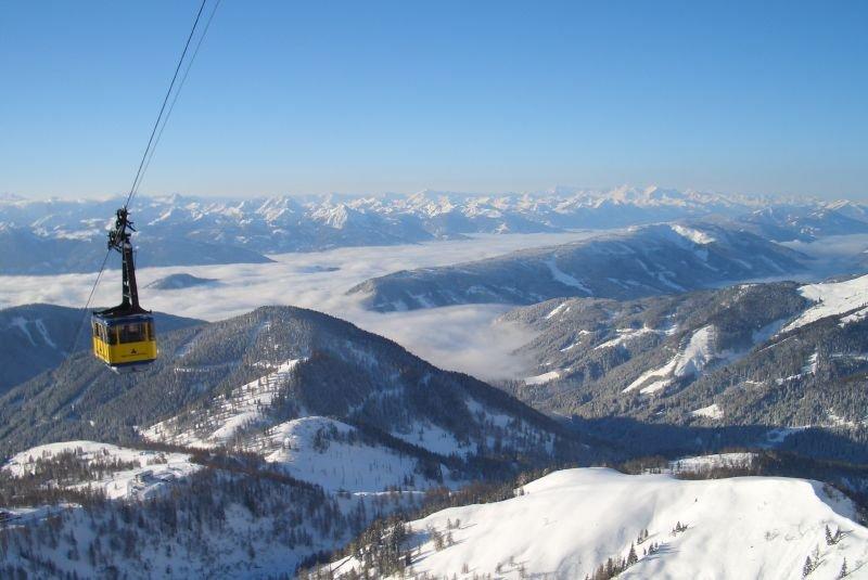 Cable car lift in Dachstein ski region