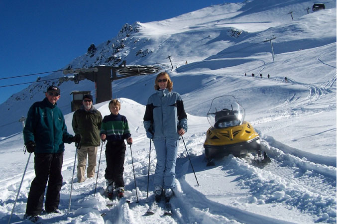 Family skiing in Mt Hutt, NZ