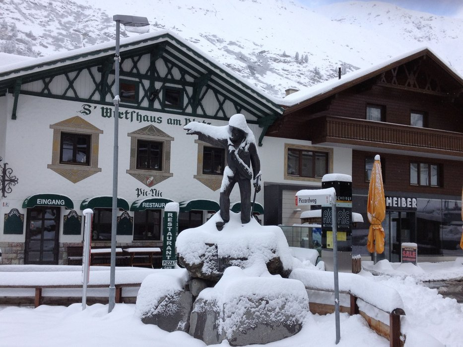 Snowfall in Obergurgl village Oct. 29th