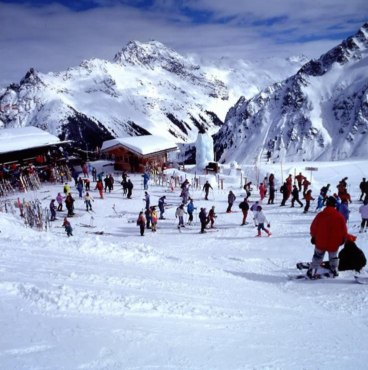Busy skiers at Gargellen, AUT