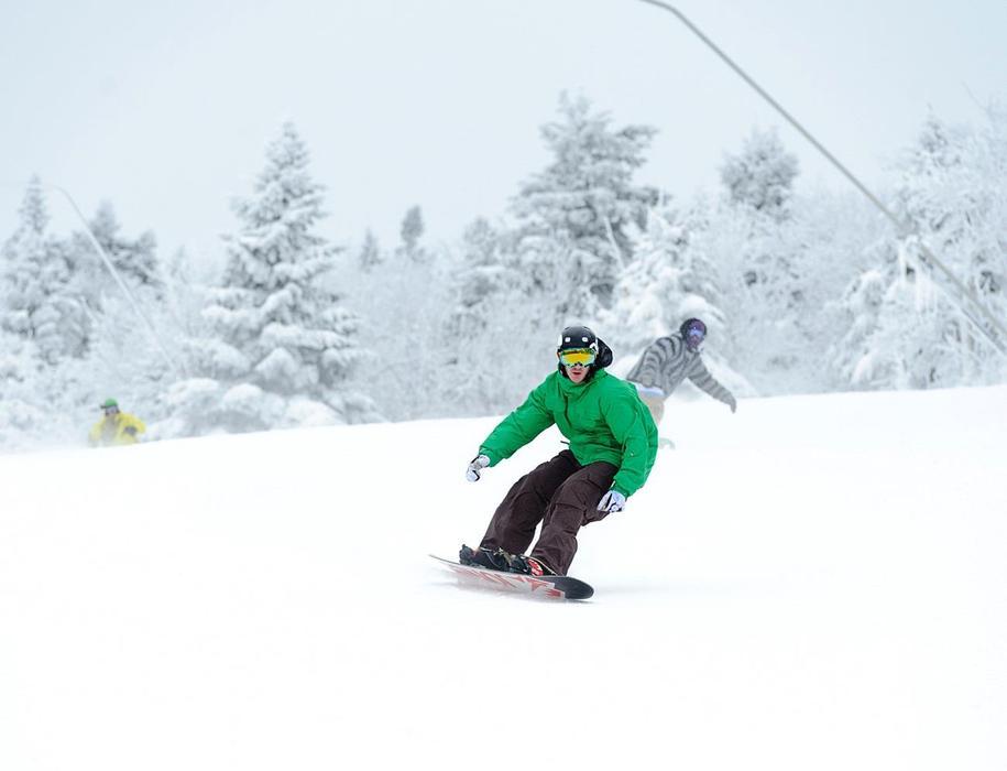 Snowboarders cruising at Stratton Mountain. Photo Courtesy of Stratton Mountain.